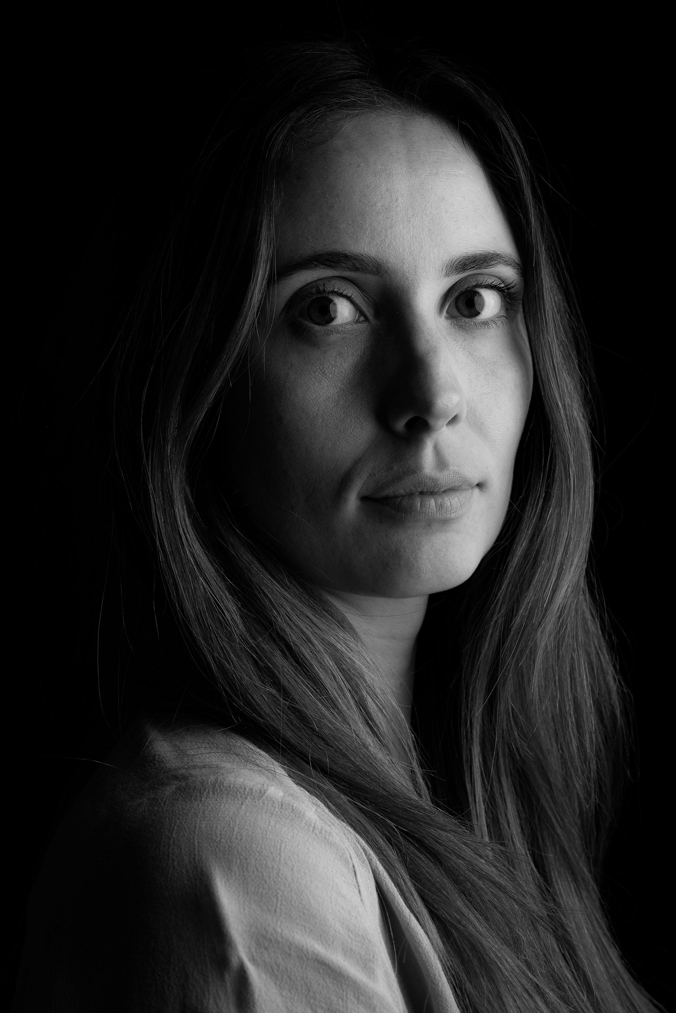 LLone Rasmussen Photography, www.lonerasmussenphotography.dk, portræt, portrætfotografi, kvinde, sort-hvid