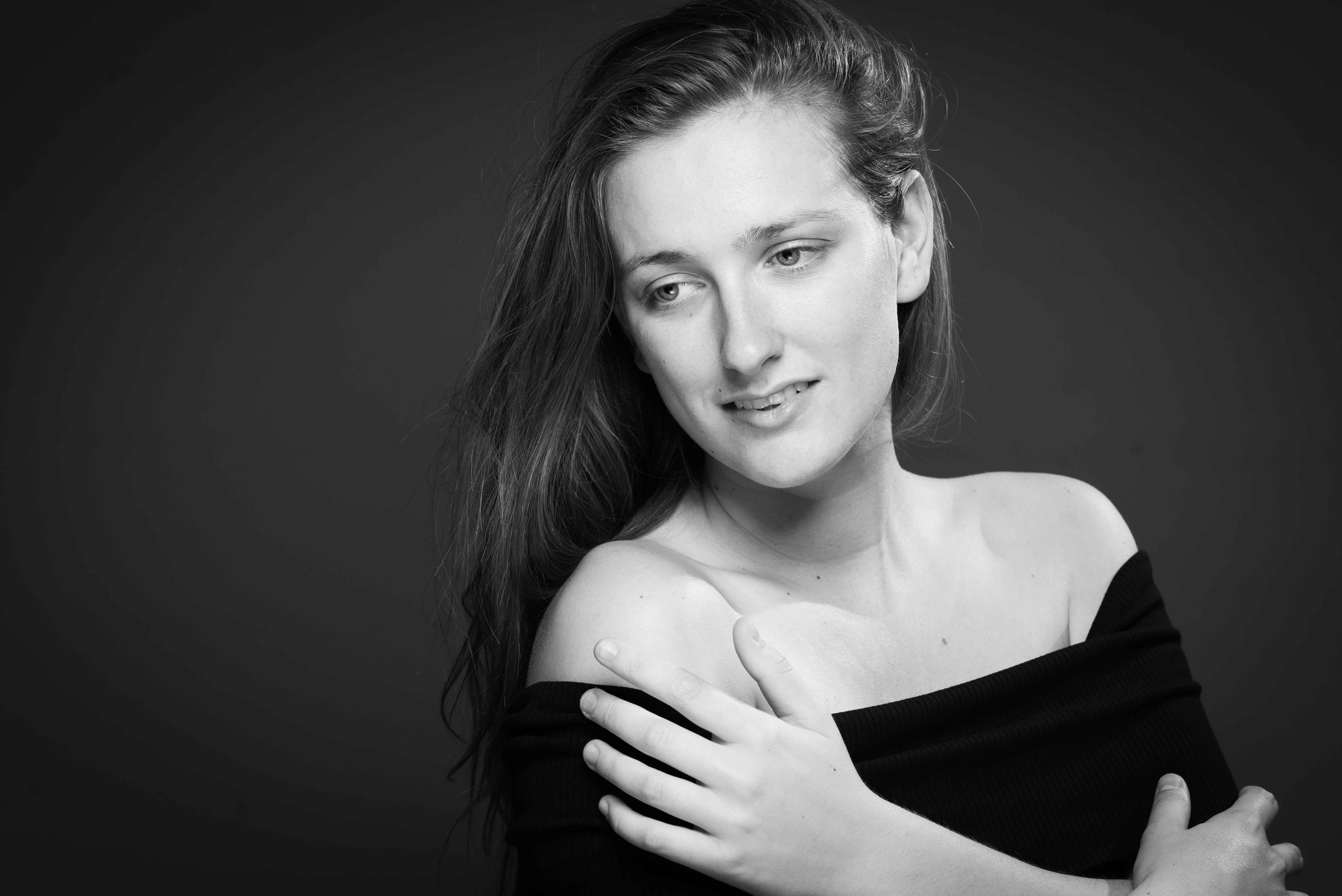 Lone Rasmussen Photography, www.lonerasmussenphotography.dk, portræt, model, kvinde, sort-hvid